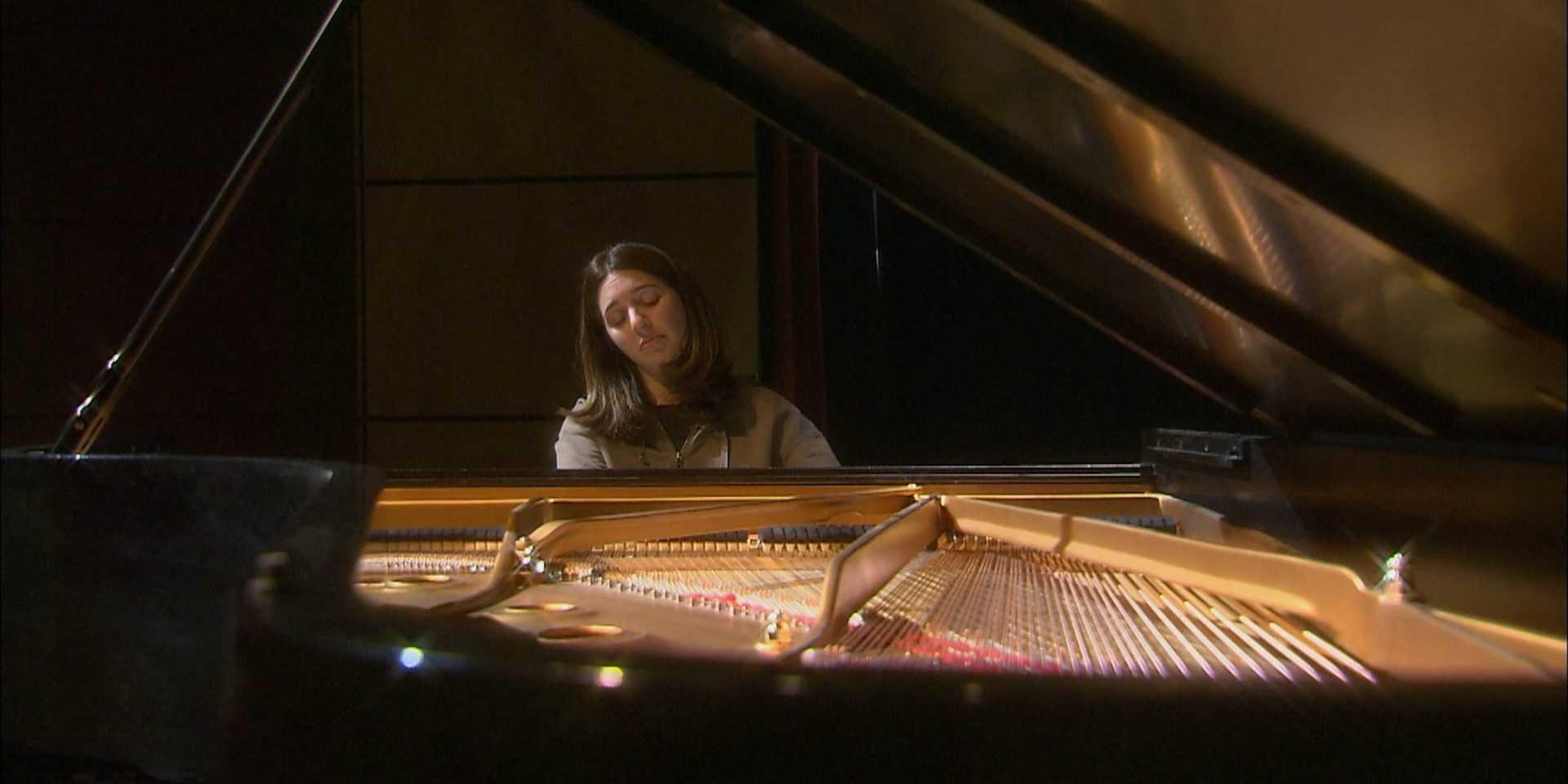 Simone Dinnerstein SOTA 2702.00_02_29_02.Still001-2
